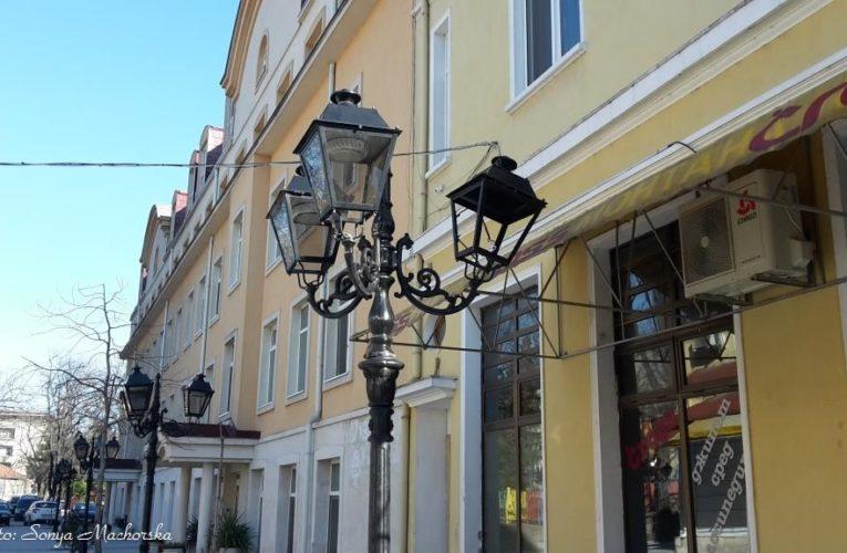 Падна първата лампа