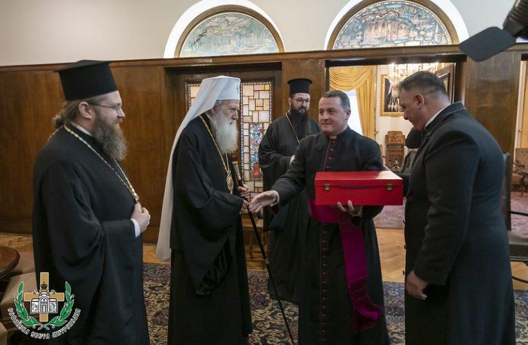 Папа Франциск дари мощи на Българската православна църква