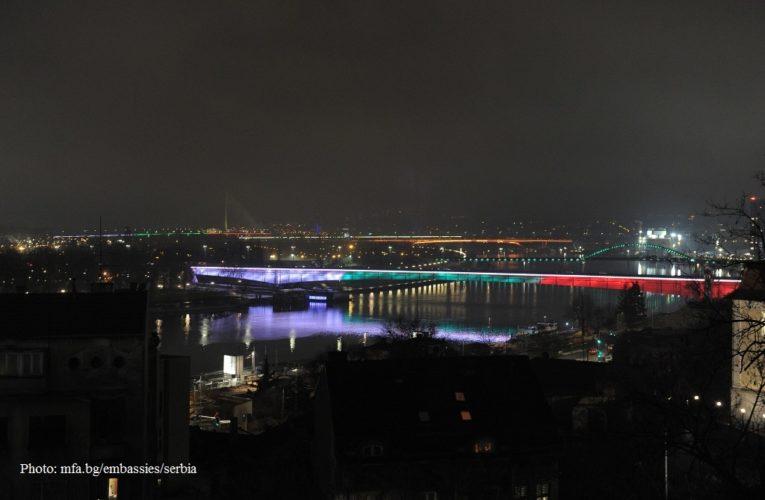 Мостовете на Белград с цветове на българския трикольор