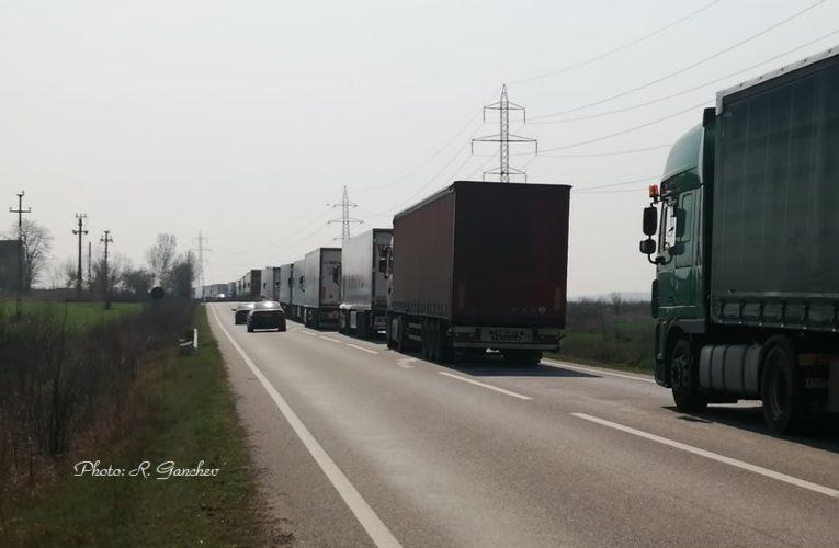 40 км опашка от ТИР-ове на Дунав мост Видин-Калафат, 30 часа чакане