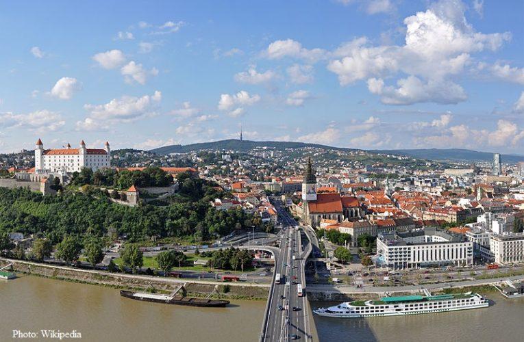 Словакия отвори границите си за над 30 страни
