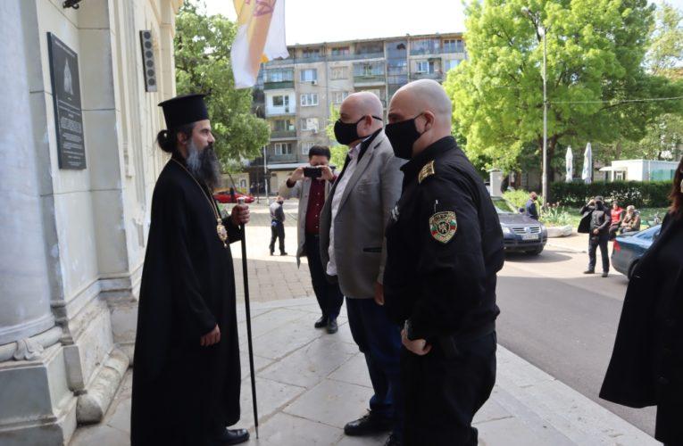 """Крадци от Дунавци и Лом ограбили храм """"Св. Димитър"""" във Видин"""