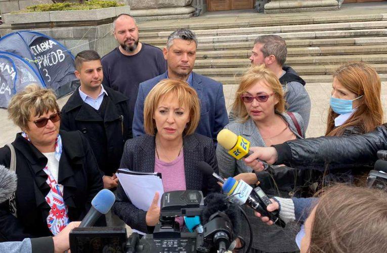 Манолова поиска от Борисов да озапти колекторите, които тормозят над 1 млн. души в България
