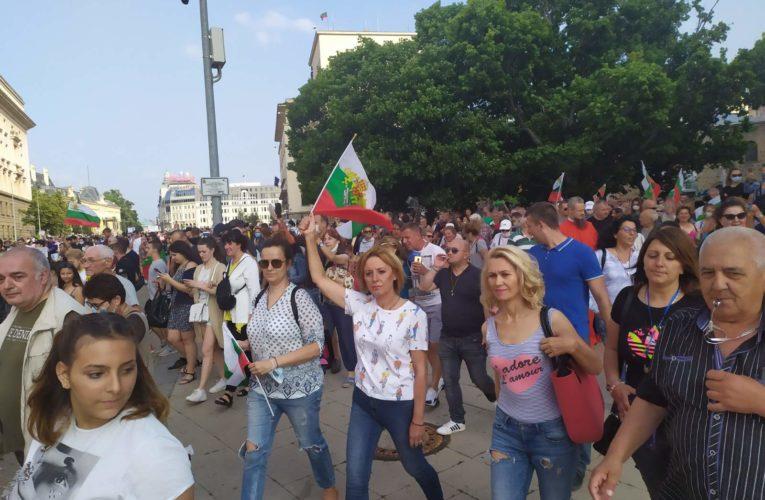Никой партиен лидер да не се опитва да яхне протеста, призовава Мая Манолова