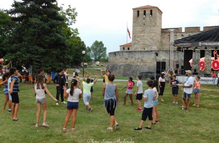 Фестивал събра децата