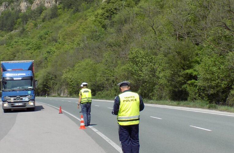 Засилени полицейски проверки