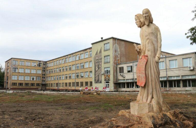 Откриха скулптурата на светите братя Кирил и Методий