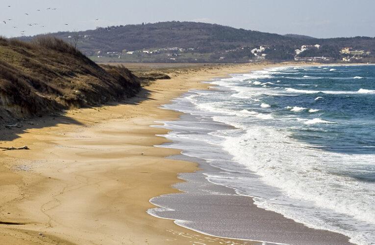 Приказка за Пясъчната топка и морето
