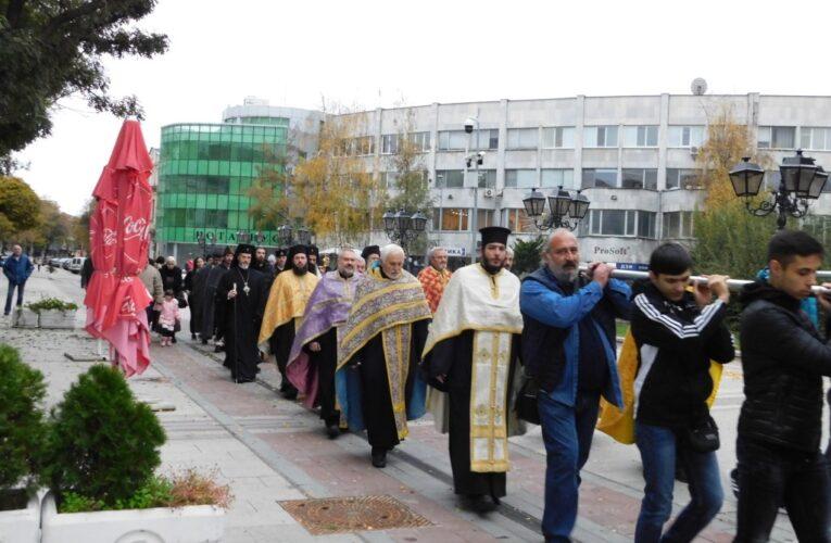Литийно шествие за Божия помощ за болните от COVID-19