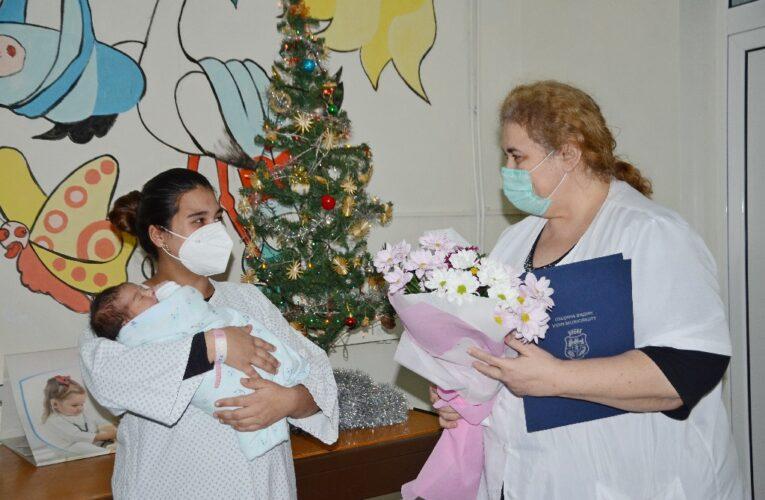 Подаръци за първото бебе на Бабинден