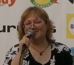 Напусна ни певицата Ваня Костова