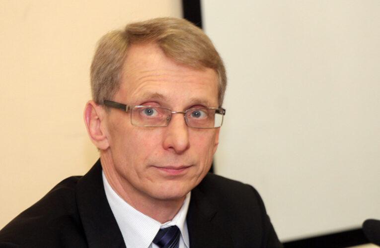 МОН ще плаща профилактични прегледи за учители след Covid