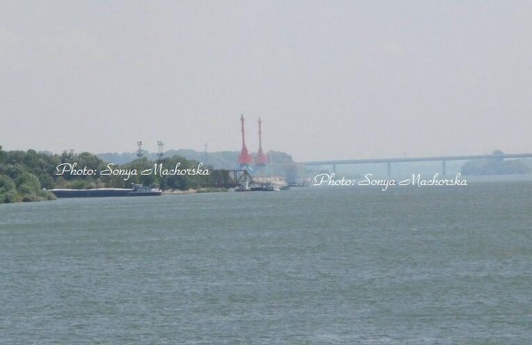 """Разтоварват тлеещите въглища от Пристанище """"Север"""""""