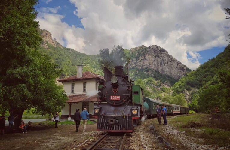 Парен локомотив – атракция  по теснолинейка